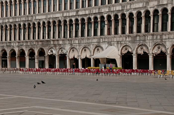 La place san Marco de Venise presque vide au petit matin