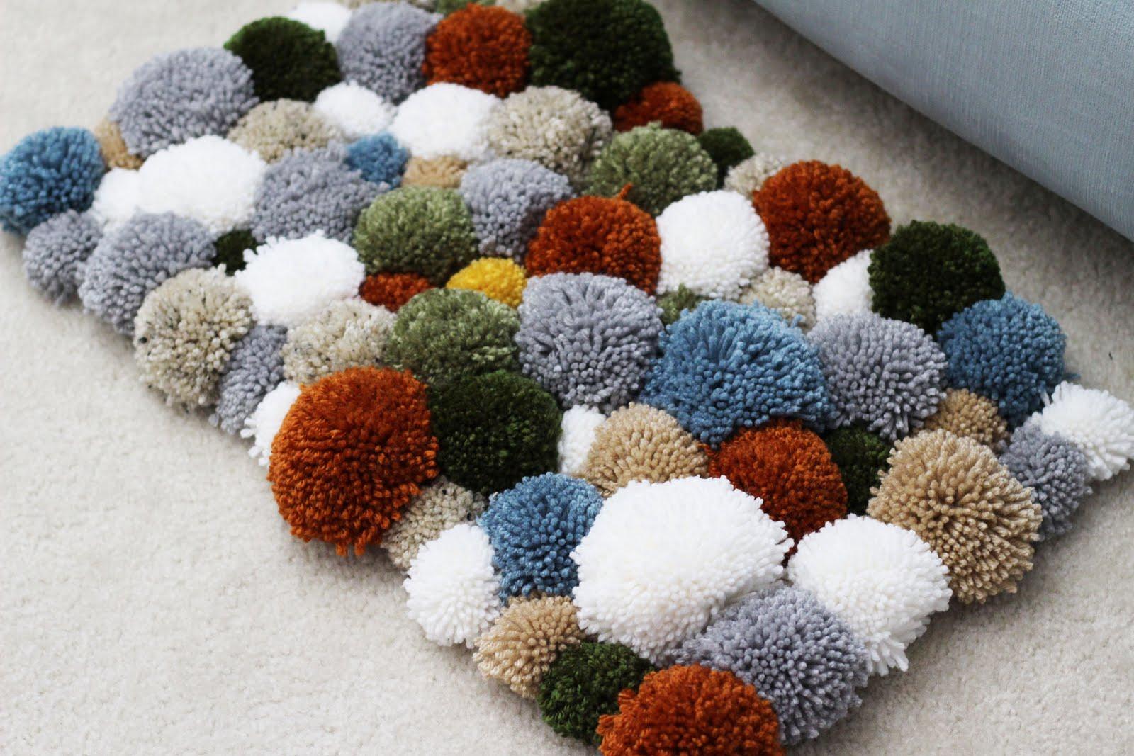 diy yarn pom pom rug sewrella. Black Bedroom Furniture Sets. Home Design Ideas