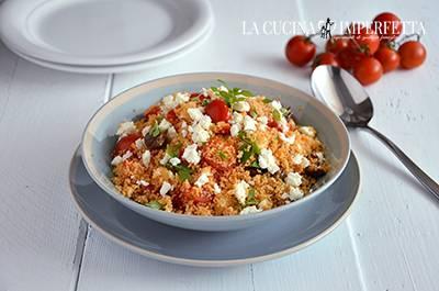 Cous cous con pomodorini, feta e olive