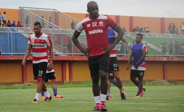 Lini Depan Madura United Melimpah, Greg Nwokolo Tak Takut Bersaing