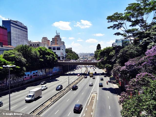 Foto do trecho da Avenida Radial Leste que corta o Bairro da Liberdade