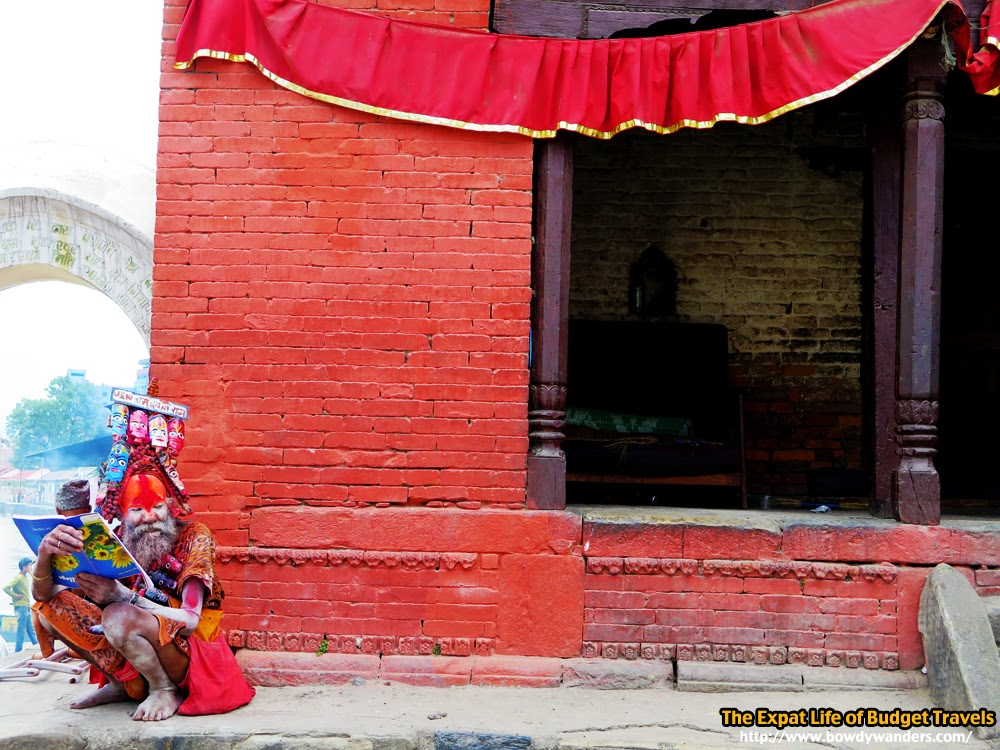 bowdywanders.com Singapore Travel Blog Philippines Photo :: Nepal :: Mugged by Power-Hungry Monkeys: Pashupatinath Temple, Kathmandu