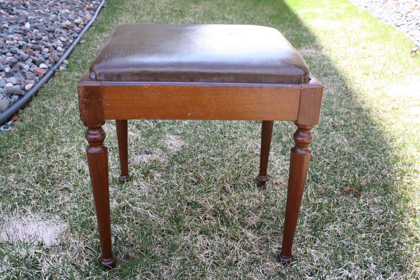So Stinkin' Cute: Vintage DIY Vanity stool