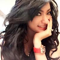 foto selfie hot Amel Alvi dengan busana yang minim