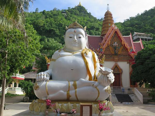 Buda a los pies de Wat Ban Tham - Kanchanaburi