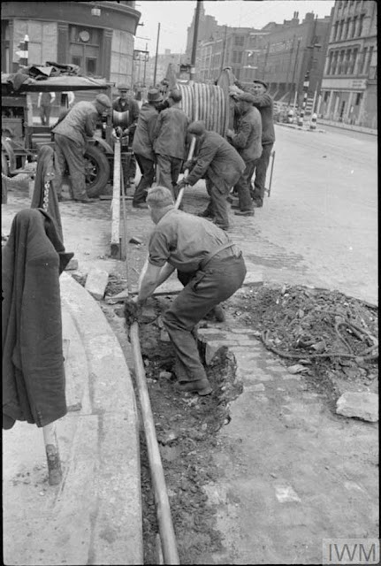British telephone company repairing lines, 25 January 1942 Worldwartwo.filminspector.com