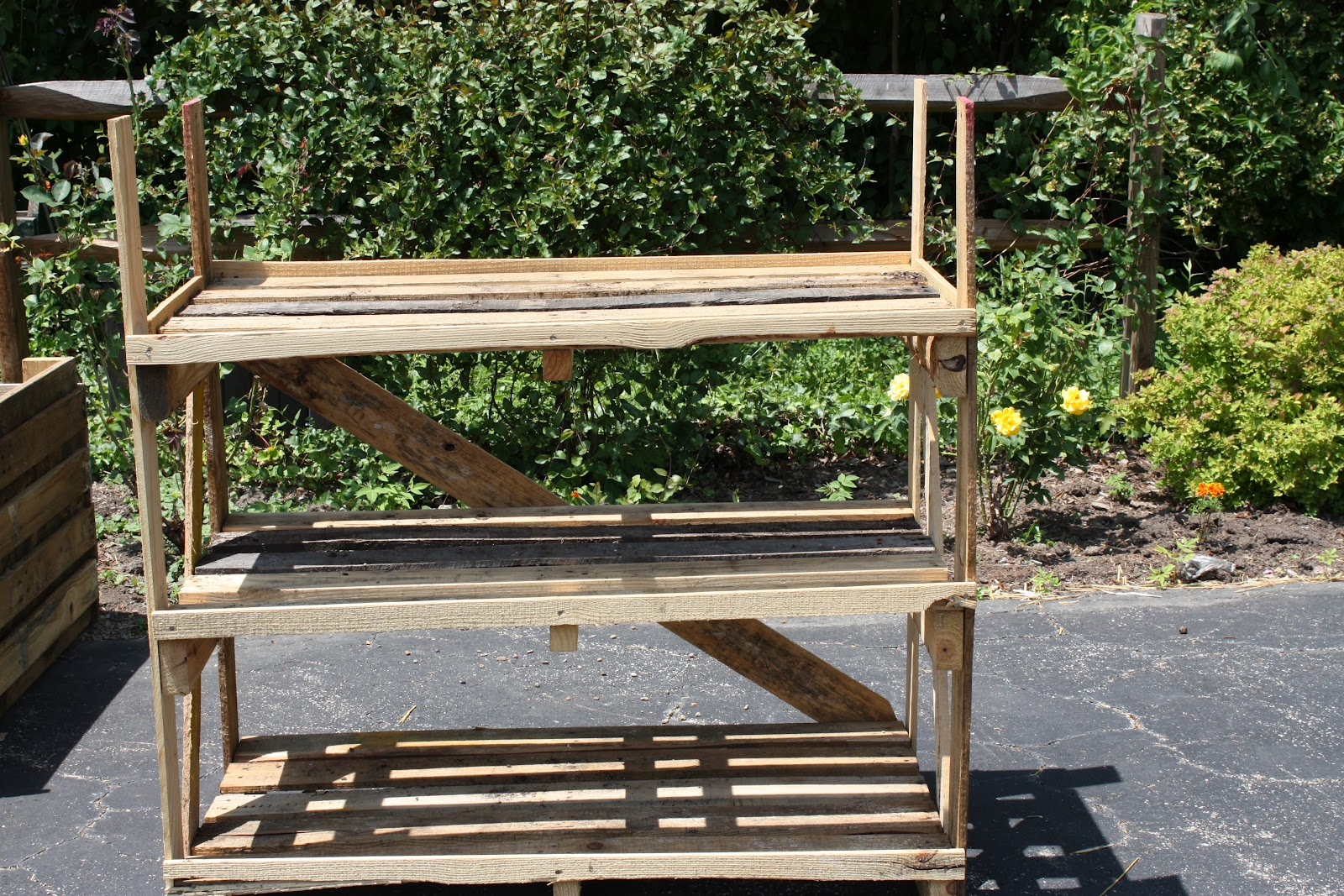 Creating With The J's: Pallet planters and trellis