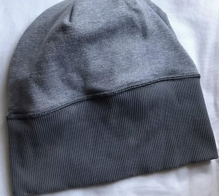 product review lululemon run with me toque hat beanie running clothes workout exercise fitness winter cold ponytail opening hole reversible