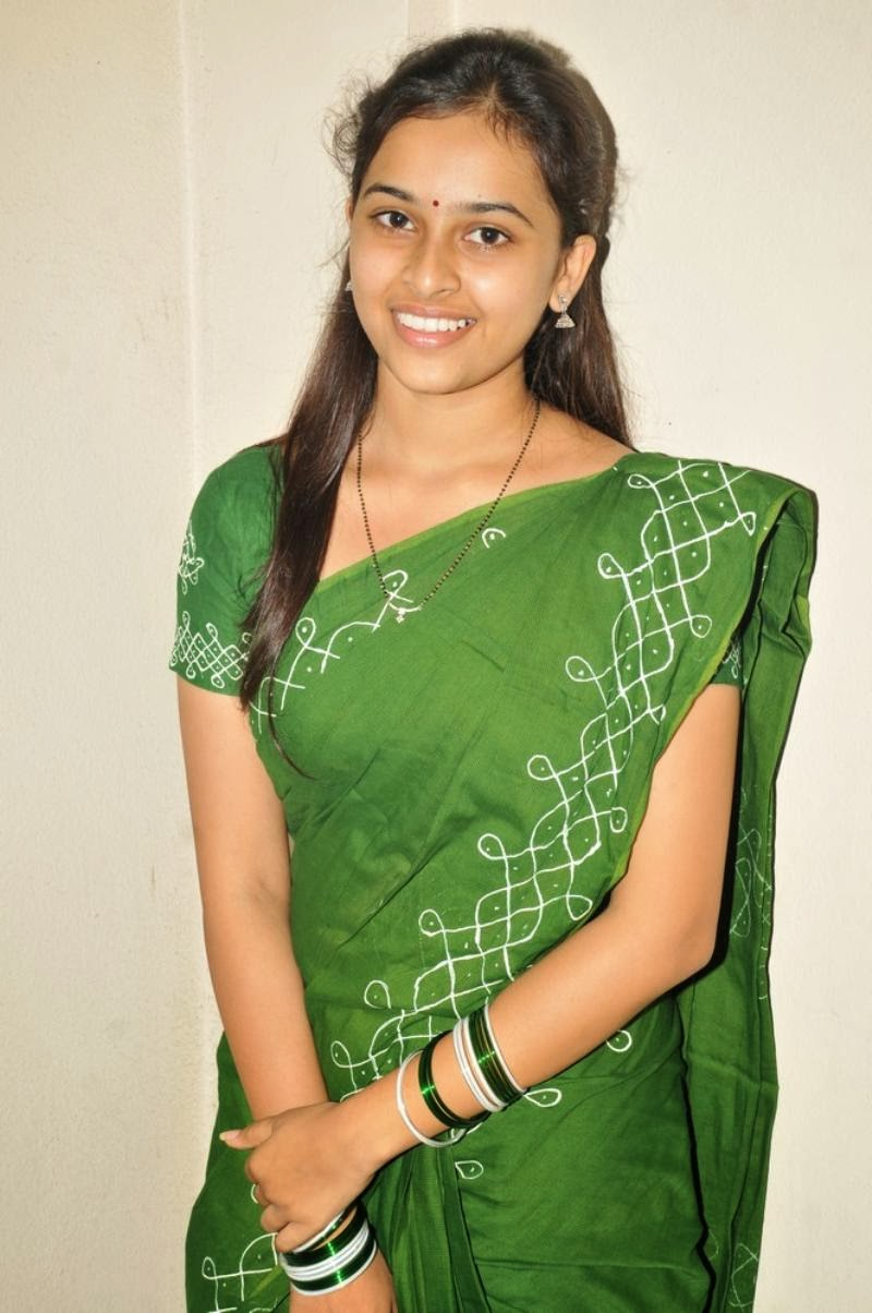 Ramya Nambeesan Cute Wallpapers Kerala Sexy House Wife Sri Divya Hot In Saree Cute Looking