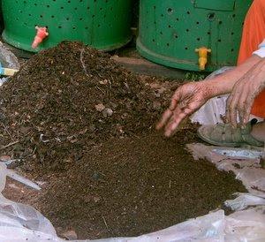 Membuat Pupuk Organik Dari Sampah Rumah Tangga