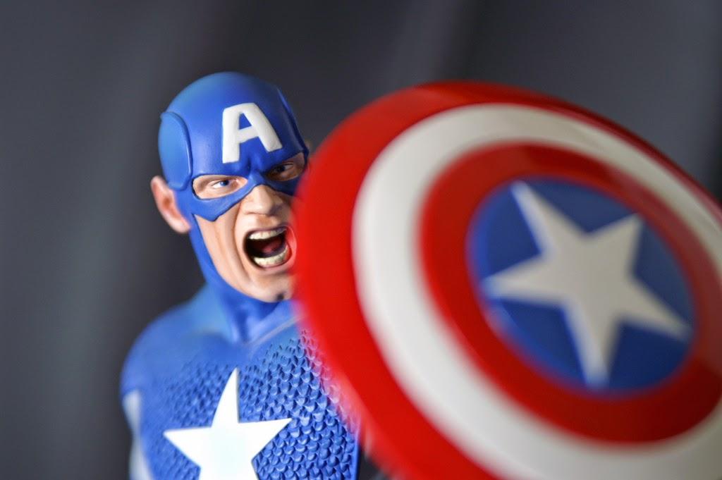 《復仇者聯盟》:鋼鐵人幹嘛讓美國隊長當隊長?最強的不一定最會領導!