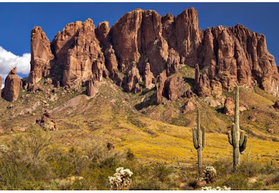 Gunung ini dulunya diketahui dengan sebutan Spanyol, Sierra de la Espuma. Sebuah gunung besar di Arizona, Amerika Serikat yang katanya menyimpan harta karun. Selain itu tempat ini menjadi destinasi untuk rekreasi.