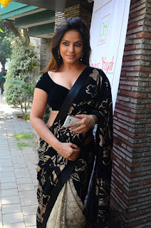 Neetu Chandra in Black Saree at Designer Sandhya Singh Store Launch Mumbai (43).jpg