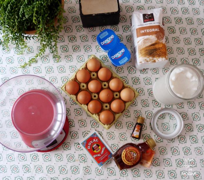 bizcocho integral de jarabe de arce. Ingredientes: huevos, harina integral, azúcar, esencia de vainilla, yogur