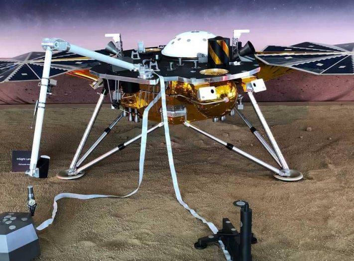 """وكالة الفضاء الامريكية تنجز بنجاح مهمة هبوط المسبار """"إنسايت"""" على سطح المريخ"""