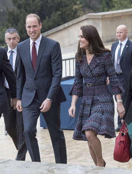 Kate Middleton wore Chanel coatdress from Spring/Summer 2017 Pre-Collection and Tod's Fringed Pumps. The Duchess carrying a Chanel bag
