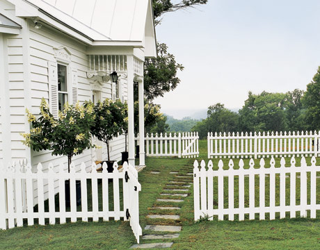 white picket fences design chic design chic. Black Bedroom Furniture Sets. Home Design Ideas