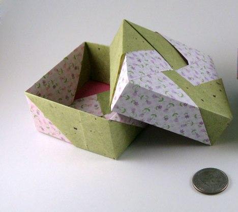 origami maniacs beautiful square box by tomoko fuse. Black Bedroom Furniture Sets. Home Design Ideas