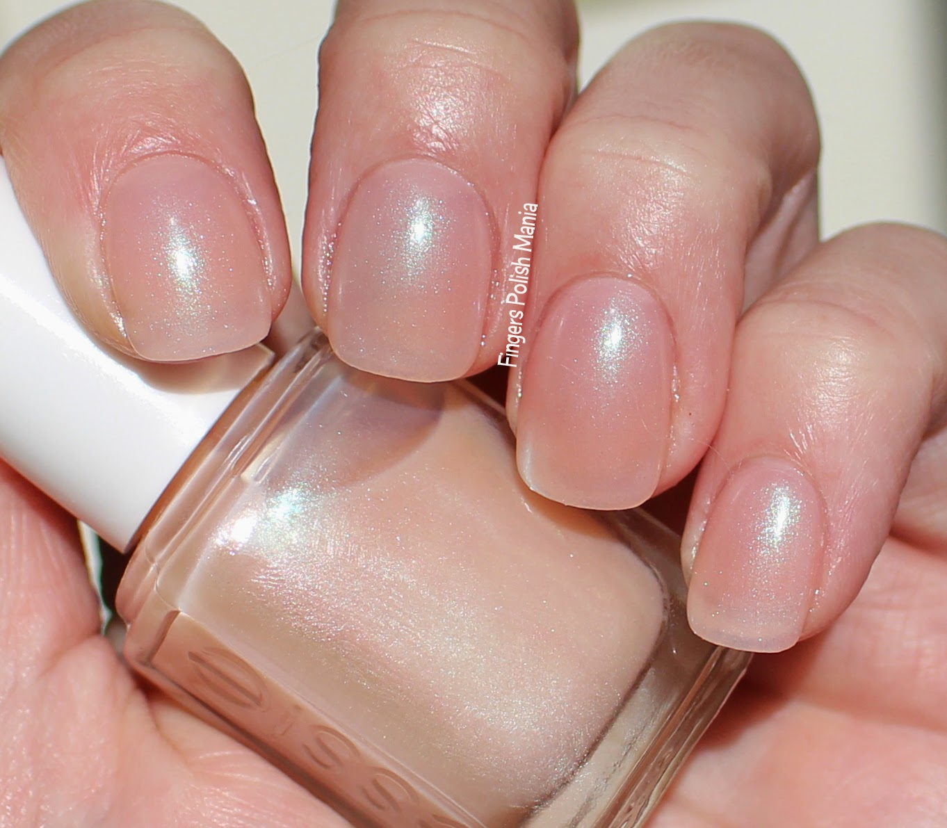 fingers polish mania: Essie Nude Beach, Classic French