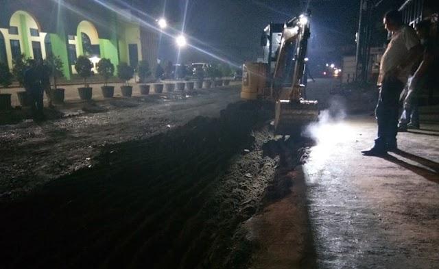 Protes Warga, Gubernur Perbaiki Langsung Kerusakan Jalan Ayip Usman