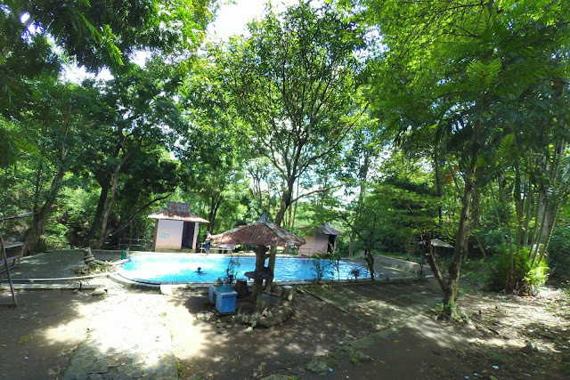 Kolam renang Umbul Pecinan Batu Seribu Sukoharjo