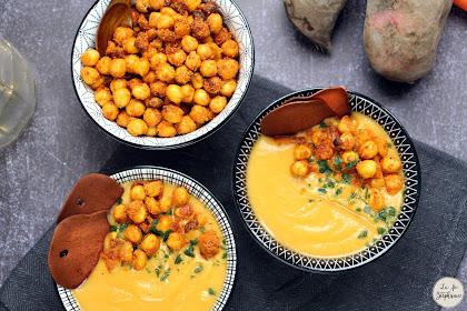 Soupe de patates douces au lait de coco et pois chiches croustillants au paprika