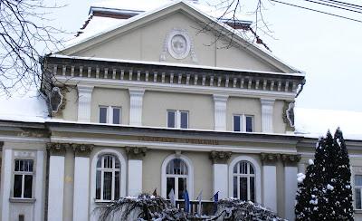 kétnyelvűség, kisebbségi jogok, Románia, Székelyföld, Csíkszereda, városháza-felirat, nemzeti jelkép, Dan Tanasa, ADEC