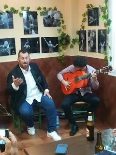 Félix Crujera cantando