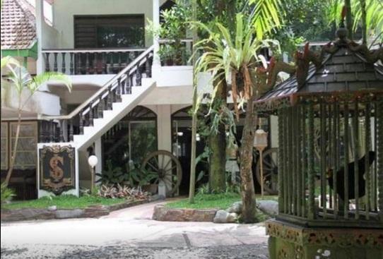 Hotel Selanjutnya Adalah Splendid Inn Yang Berada Di Jalan Majapahit Kota Malang Berarsitektur Tradisional Membuat Ini Cukup Hati Nyaman