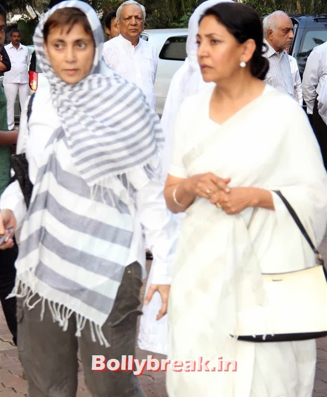 Deepti Naval with Deepa Sahi, Celebs at Farooq Sheikh Prayer Meet