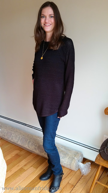 black sweater, skinny jeans, maternity fashion, ootd, outfit, gold accessories, Alice Manfrida, blogger, second trimester, 20 weeks pregnant