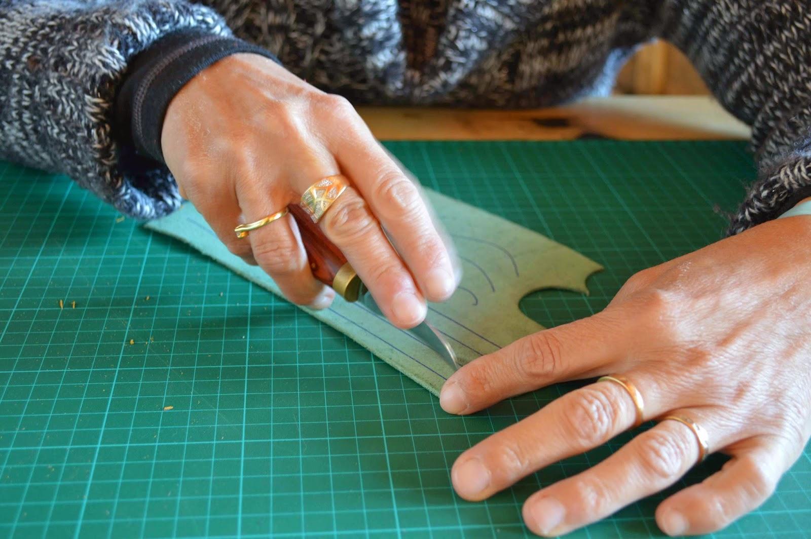 lisette atelier fa rie cuir du vercors reconversion professionnelle maroquinerie francine. Black Bedroom Furniture Sets. Home Design Ideas