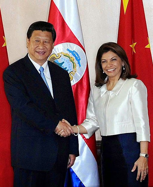 Presidente chinês Xi Jinping com a presidente de Costa Rica Laura Chinchilla