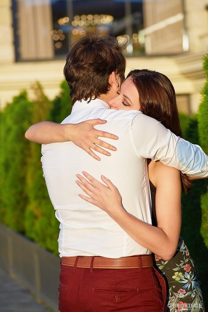 Biểu hiện tình cảm thông qua kiểu ôm của người ấy