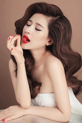 Vợ cũ Hồ Quang Hiếu mặt xinh vú khủng 9