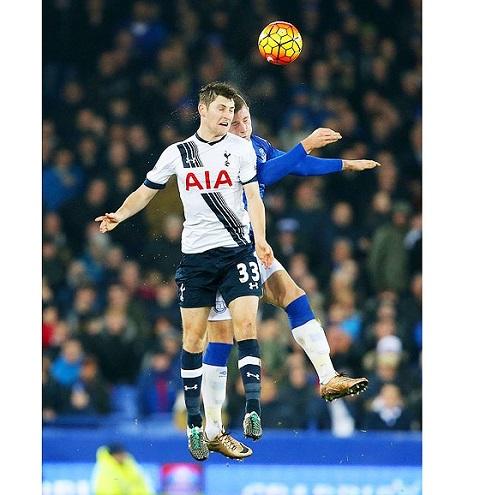 Ben Davies (trái) đang chứng tỏ xứng đáng với một vị trí chính thức tại Tottenham