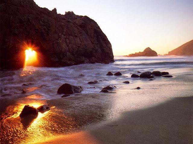 Praia Pfeiffer Beach na Califórnia