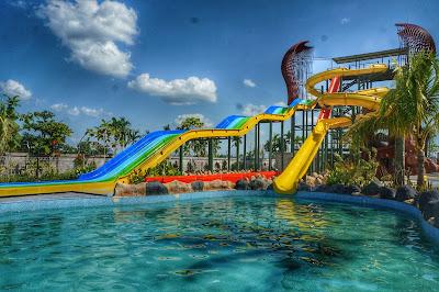 Slide dan Extreme slide di Paradis-Q
