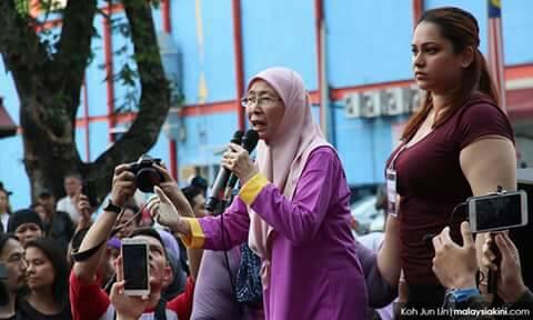 Image result for Gambar siti hasmah di Purple walk