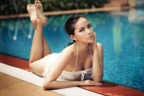 Phan Nhu Thao sexy at swimming pool