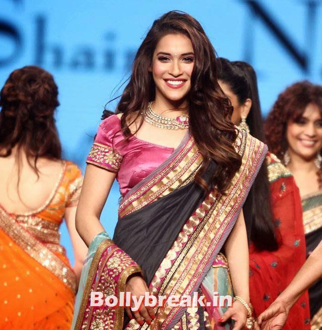 Rashmi Nigam, Beautiful Bhagyashree, Gauhar, Tara, Perizad, Divya at Cancer Fundraiser Fashion Show