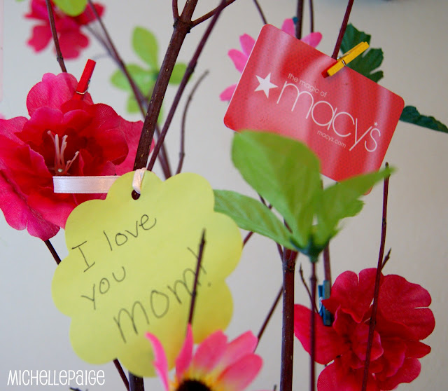 Gift Card Tree for Mom @michellepaigeblogs.com