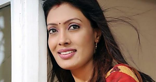 Surabhi Bhabhi Hot And Cute Housewife   Hot And Sexy