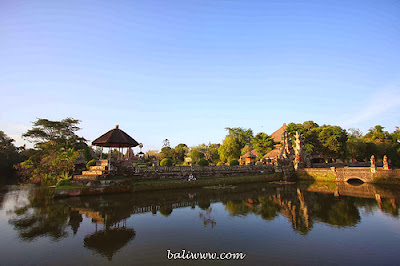 Ponds surrounding the Pura Taman Ayun, bali, holiday in bali