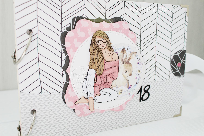 album scrapbooking 18 18-nastka urodziny dziewczyna dla dziewczyny skandynawski szarość biel czerń minimalistyczny birthday gift prezent na zdjęcia photos  osiemnastka na osiemnastkę handmade rękodzieło