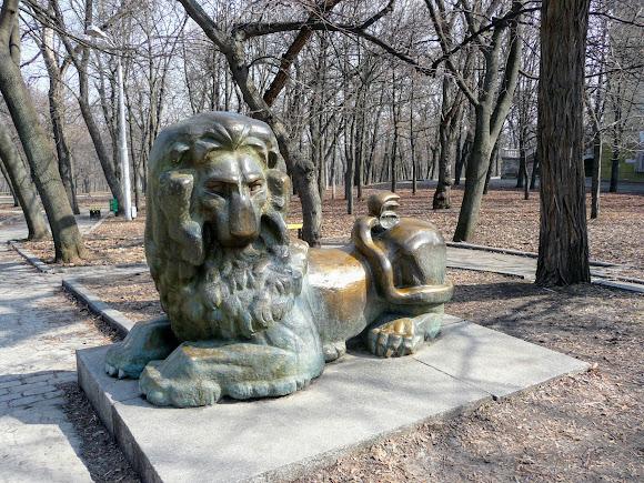 Днепр. Парк им. Т. Г. Шевченко. Скульптура льва
