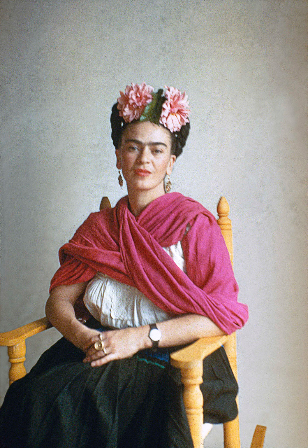 23 beautiful color photos of frida kahlo from between the 1930s and 1950s vintage everyday. Black Bedroom Furniture Sets. Home Design Ideas