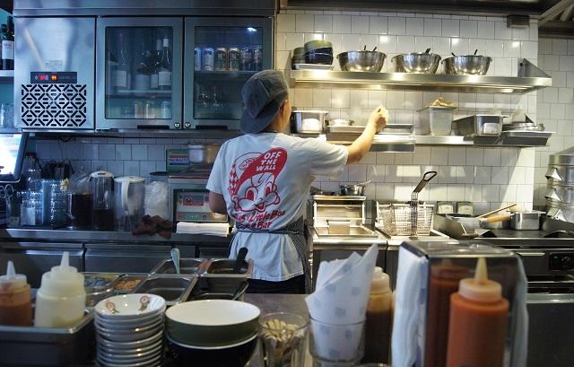 Revista empleo ayudante de cocina con o sin experiencia for Ayudante cocina