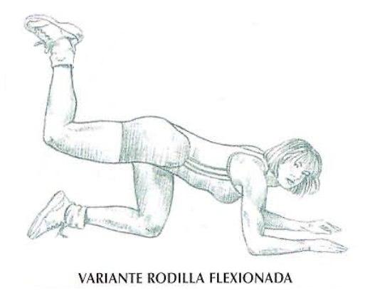 Ejecución de las patadas de glúteos en el suelo con la variante rodilla flexionada