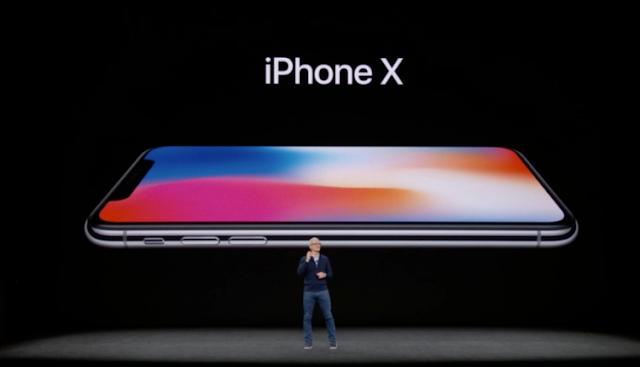 آبل تكشف النقاب عن هاتف iPhone X